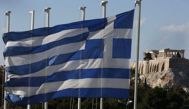 Ελληνική σημαία με φόντο την Ακρόπολη