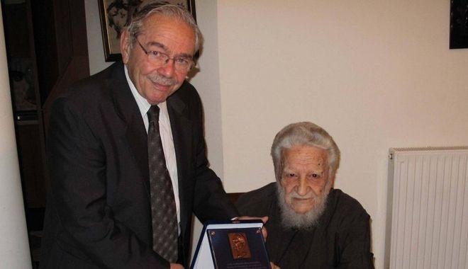 Πέθανε ο ιερέας που κήδεψε τον Νίκο Καζαντζάκη