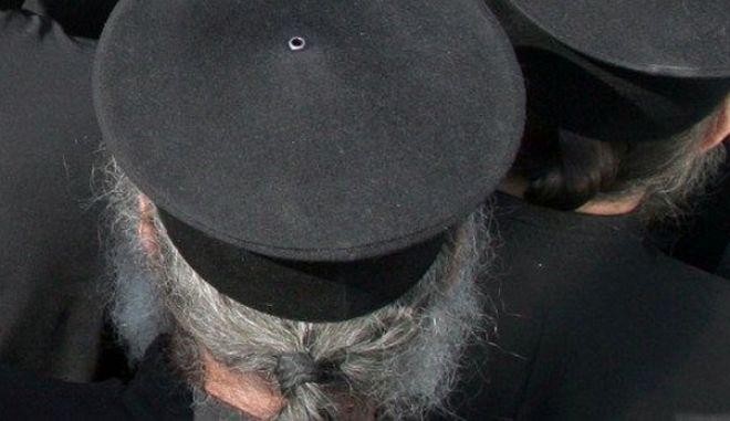 Σοκ στον Βόλο: 80χρονος ιερέας ασελγούσε σε 11χρονη με τη συναίνεση της μητέρας