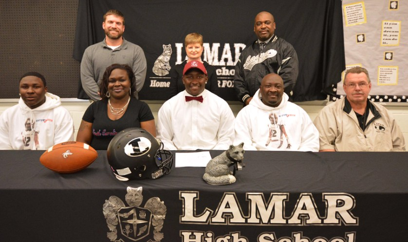 Lamar High's Jeblonski Green signs with S.C. State University football