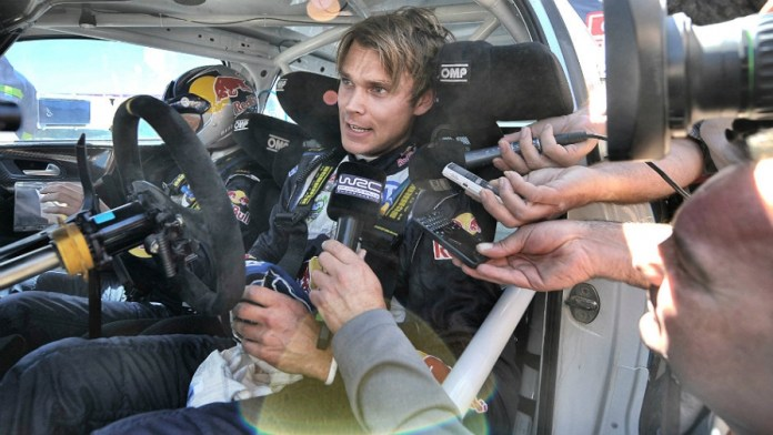 7698_MIKKELSEN-in-car-2015_999_896x504