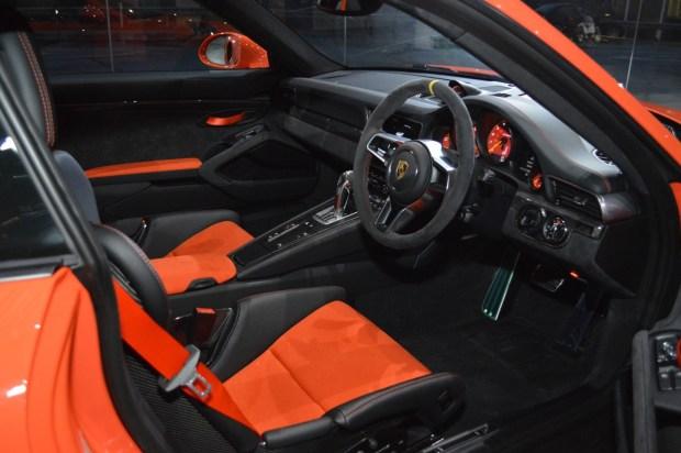 PORSCHE 911 GT3 RS-3