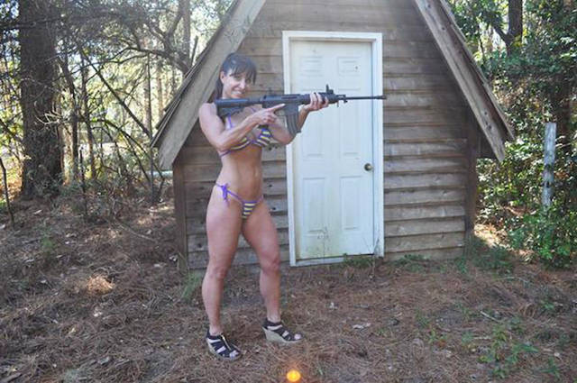 the_farm_girl_who_makes_a_living_by_doing_everything_in_a_bikini_640_07
