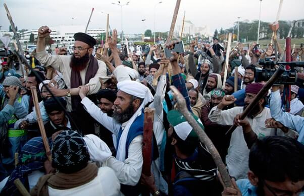Pakistan Army Chief Confirms Death Sentences for 11 Taliban