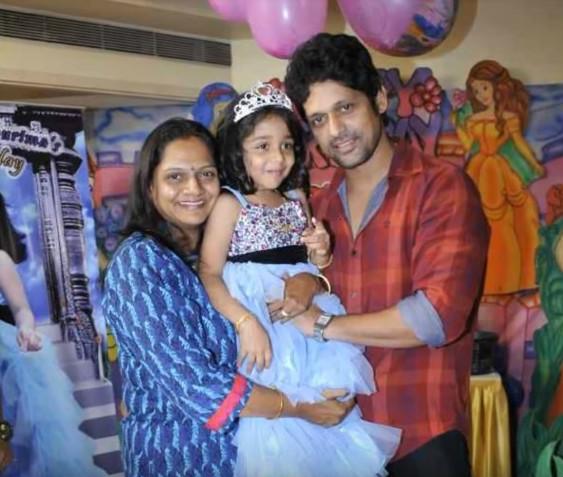 Rajesh Shringarpure is marriedtoDimple