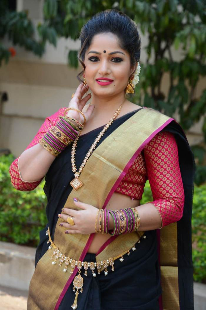Madhavi Latha (BJP) Wiki, Biography, Age, Family, Movies, Images