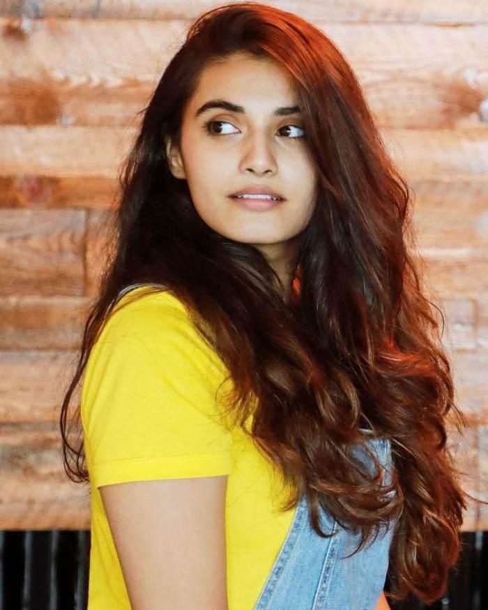 Divyansha Kaushik Photos