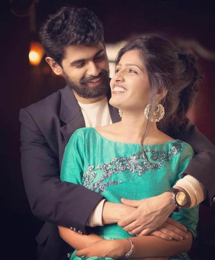 Aroh Welankar Wife Ankita Shingvi