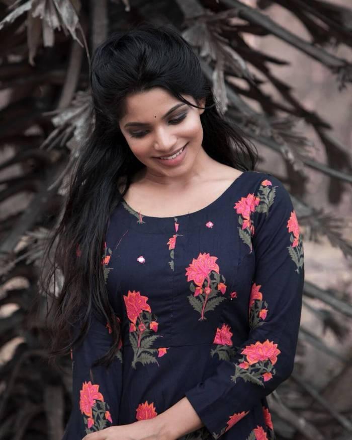 Divyabharathi Images