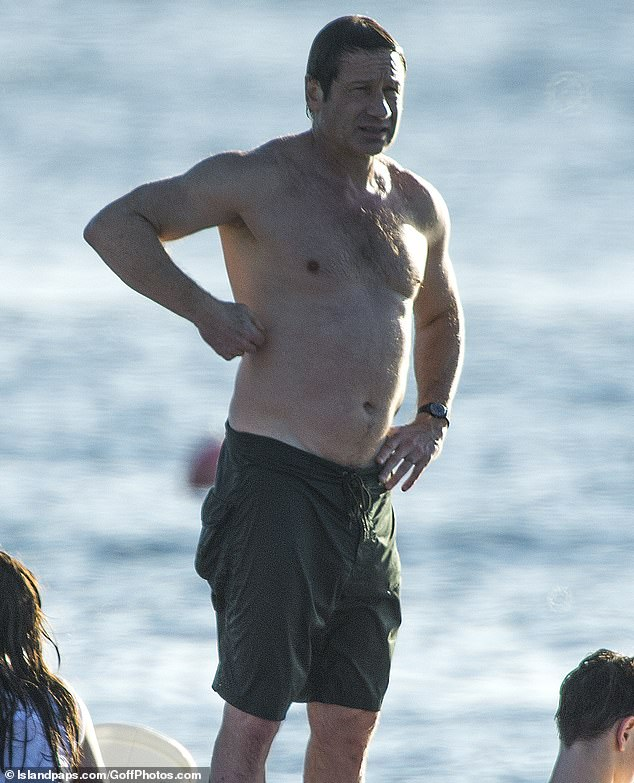 David Duchovny, 58, goes shirtless as actor celebrates ...