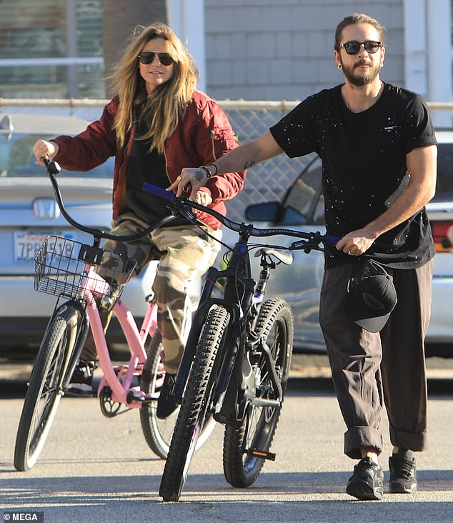 e01ea78352 Beach time: Heidi Klum and Tom Kaulitz spend a chilly day on the beach  riding