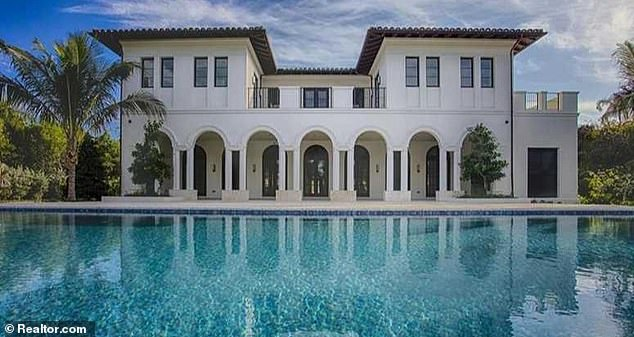 A February 2017 investigative report by Univision discovered thatSamark López purchased a nine-bedroom mansion in Miami for $16 million in cash in 2016