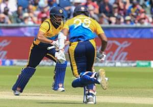 Sri Lanka's Kusal Mendis (L) runs with teammate Avishka Fernando.