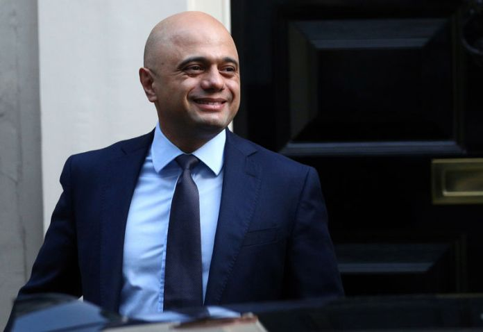 © Reuters. Britain's Chancellor of the Exchequer Sajid Javid leaves Downing Street to head for the House of Commons as parliament discusses Brexit, sitting on a Saturday for the first time since the 1982 Falklands War, in London