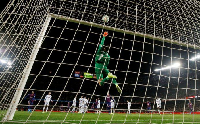 © Reuters. La Liga Santander - FC Barcelona v Granada