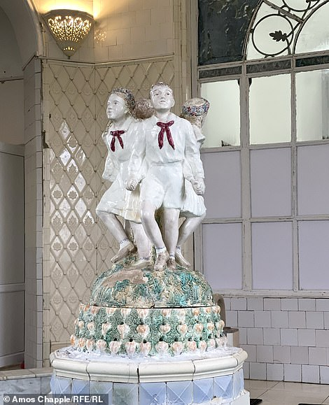 "According to Mr Chapple, this statue depicts 'dancing communist ""pioneer"" children'"