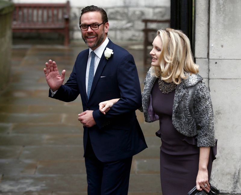 © Reuters. FILE PHOTO:  James Murdoch, the son of media mogul Rupert Murdoch, and his wife Kathryn Hufschmid arrive at St Bride's church for a service to celebrate the wedding between Rupert Murdoch and former supermodel Jerry Hall which took place on Friday, i