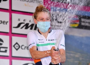 Lizzie Banks celebrates her courageous breakaway victory on stage four victory in the Giro Rosa.