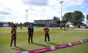 England captain Heather Knight tosses the coin alongside West Indies captain Stafanie Taylor and match referee Wayne Noon.