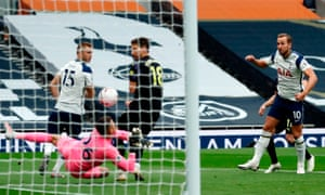 Tottenham Hotspur's Harry Kane (R) has an early chance.