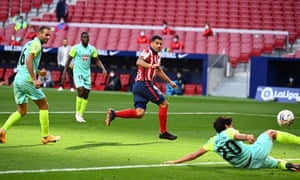 Luis Suárez, who Barcelona have paid Atlético Madrid to take from them, scores on his debut.