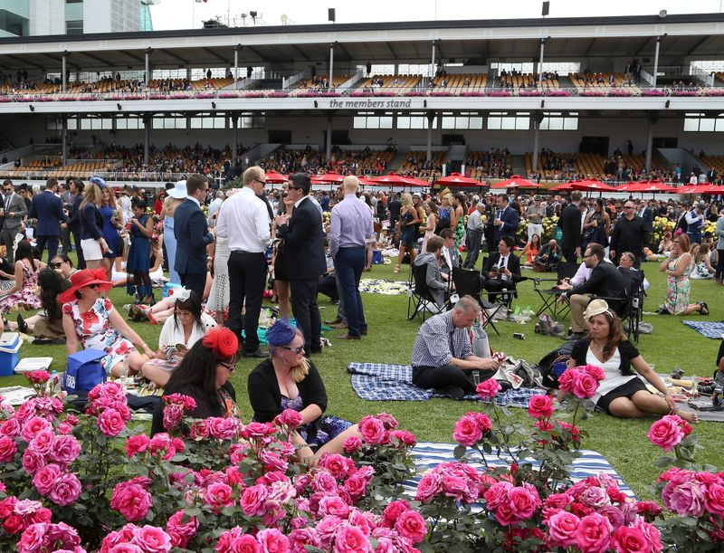 © Reuters. FILE PHOTO: Racegoers enjoying the atmosphere during the Melbourne Cup race day at Flemington Racecourse