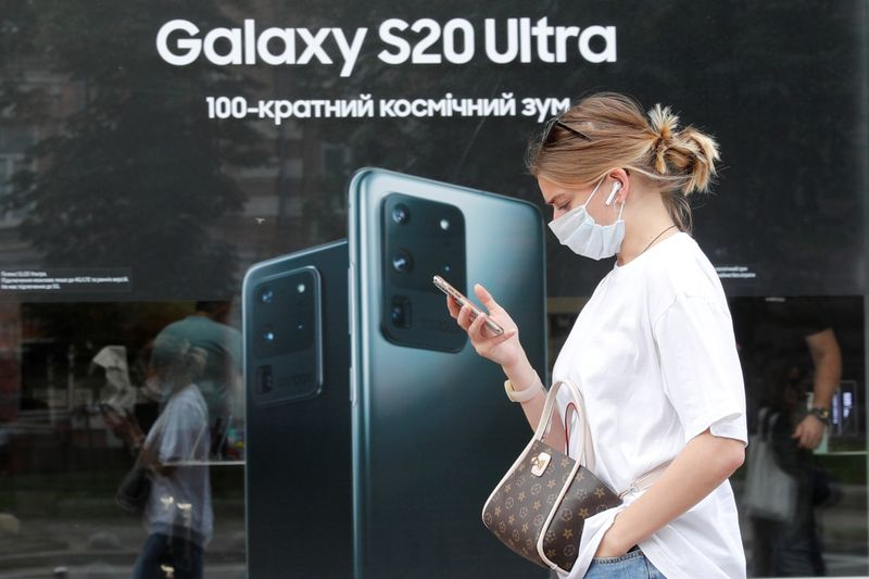 © Reuters. FILE PHOTO: A woman walks past a Samsung brand store in central Kyiv