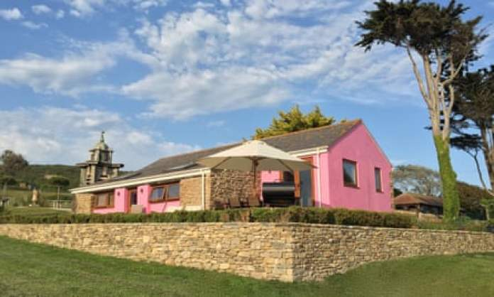 Short House at Chesil  pink exterior