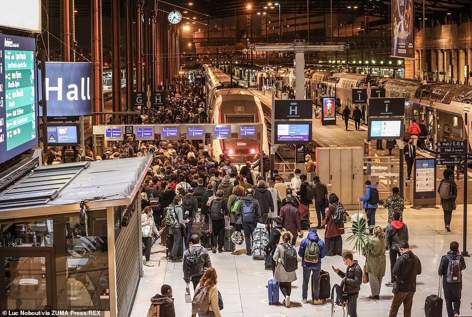 Parisians flocked to the Gare de Lyon to avoid confining themselves to the French capital during the shutdown
