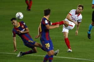 Ivan Rakitic in action for Sevilla against his former club. He left Barcelona for €1.5m with a potential €6m in variables.