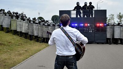 Belarus protests: The turtle 'anthem' protesters sing in Belarus