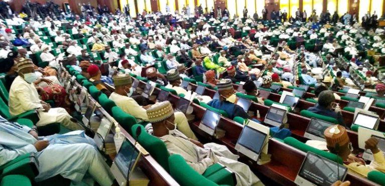 Deplorable roads: Senate hits Fashola for blaming N'Assembly