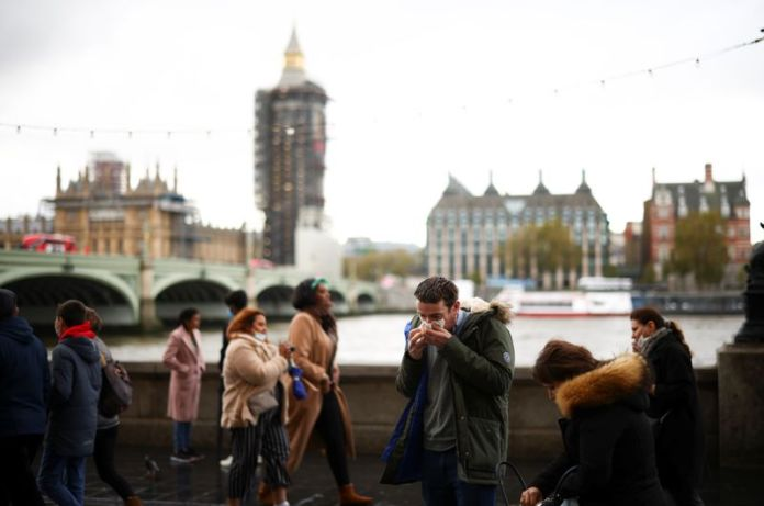 © Reuters. A man blows his nose while on the South Bank, amid the coronavirus disease (COVID-19) outbreak, in London