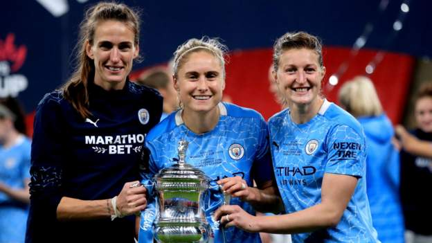 Women's FA Cup final: Manchester City boss wants team to 'make history'