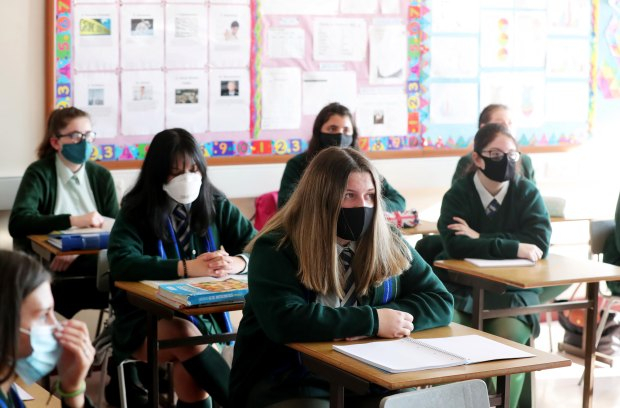 Kids over 11 must wear face masks in school corridors during second lockdown
