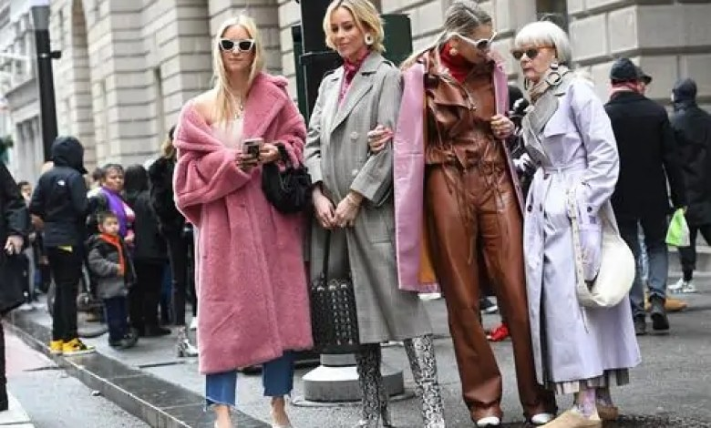 How online boutiques have helped females?