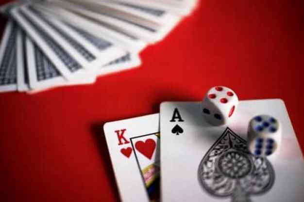 blackjack-cards-red-table