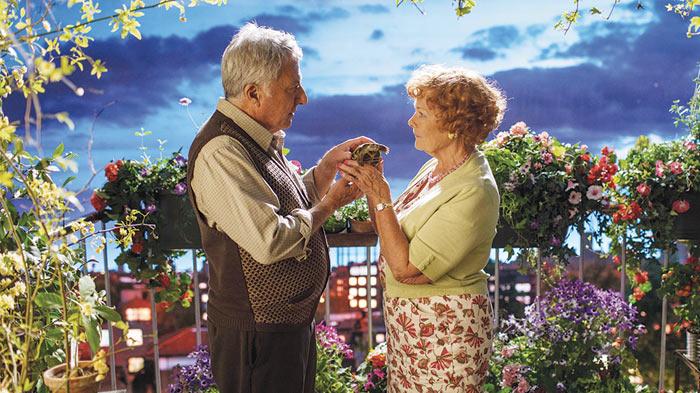 Dustin Hoffman e Judi Dench nel film Esio Trot