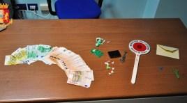 Isernia: arrestato giovane isernino per spaccio di sostanze stupefacenti. Sequestrati 4 grammi di eroina e 10mila euro. Guarda il video dell'operazione.