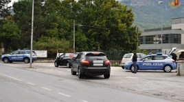 Isernia: la Polizia di Stato ha denunciato 46enne fermato contromano alla guida con tasso alcolemico 5 volte superiore al limite consentito.