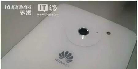 Huawei Ascend D2 in bianco, ecco alcune foto