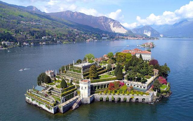 Большое озеро на севере Италии