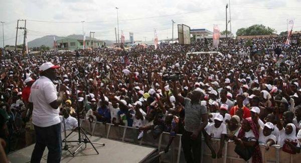 •Fayemi addressing a rally in Ado Ekiti