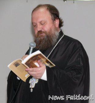 Arhimandrit Tiomtei citeste din carte