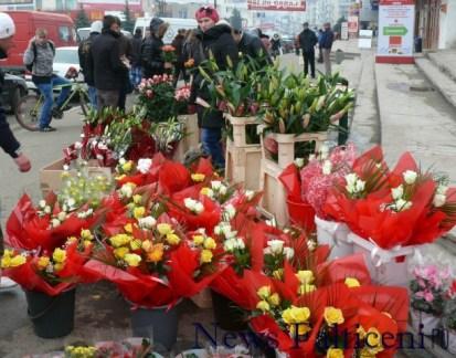 Falticeni-8 martie Flori de toate culorile pentru toate buzunarele