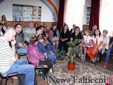 Falticeni-lansare carte spectatori