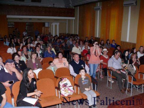 Falticeni-seara culturala spectatori 1