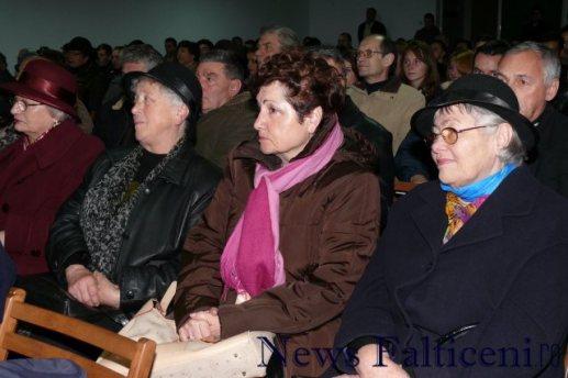 Falticeni-public lansare carti