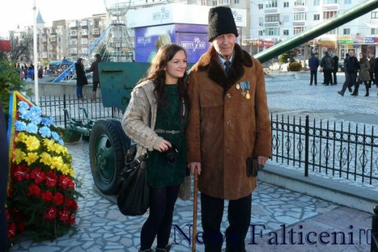 Falticeni-1 decembrie sedinta foto cu veteranii 1