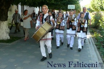 Falticeni-Sezatoarea Copiilor parada portului popular